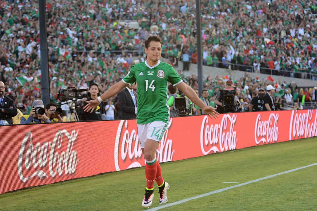 Pasadena, USA - June 09, 2016: Chicharito bei der Copa America gegen Jamaica im Rose Bowl Stadium (betto rodrigues / Shutterstock.com)