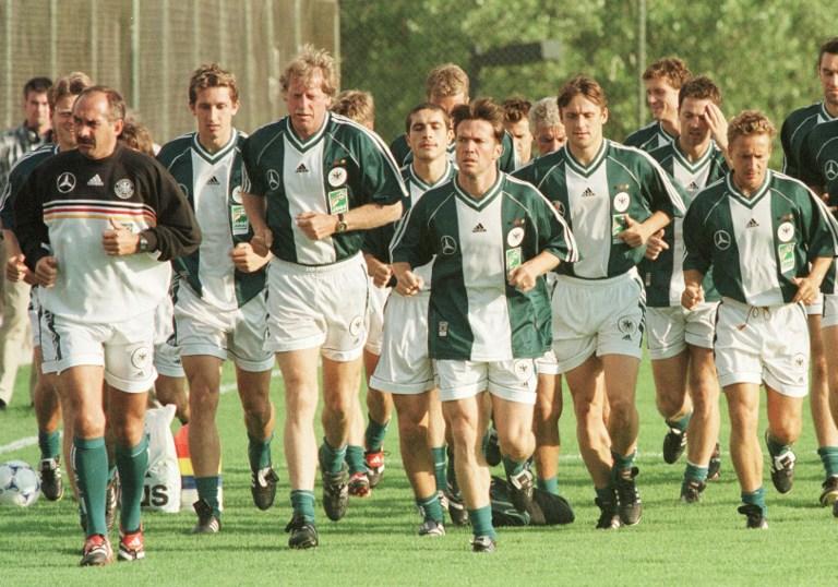 Die deutschen Spieler bei der Vorbereitung in Guadalajara, Mexico am 20. Juli 1999. AFP PHOTO/ Jorge SILVA