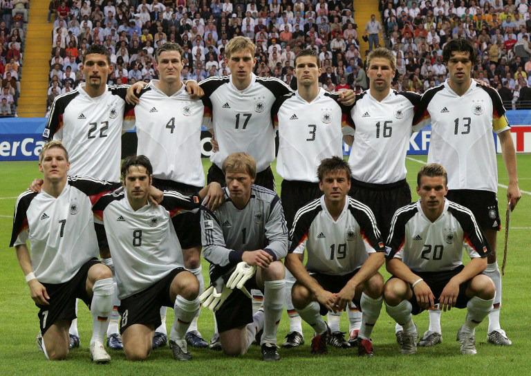 Deutsche Nationalmannschaft am 15. Juni 2005 beim ConfedCup 2005 in Frankfurt. AFP PHOTO MARCUS BRANDT