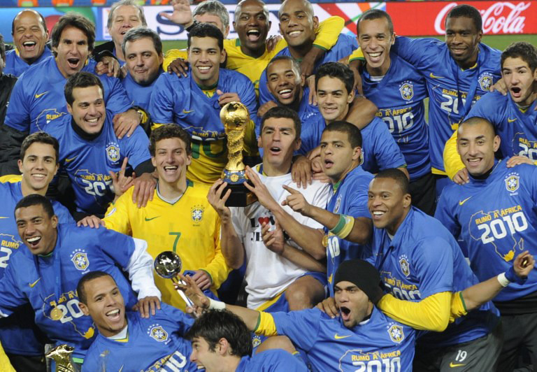 Brasilien gewinnt den Fifa Confederations Cup 2009 gegen die USA mit 3:2.   AFP PHOTO / PIERRE-PHILIPPE MARCOU