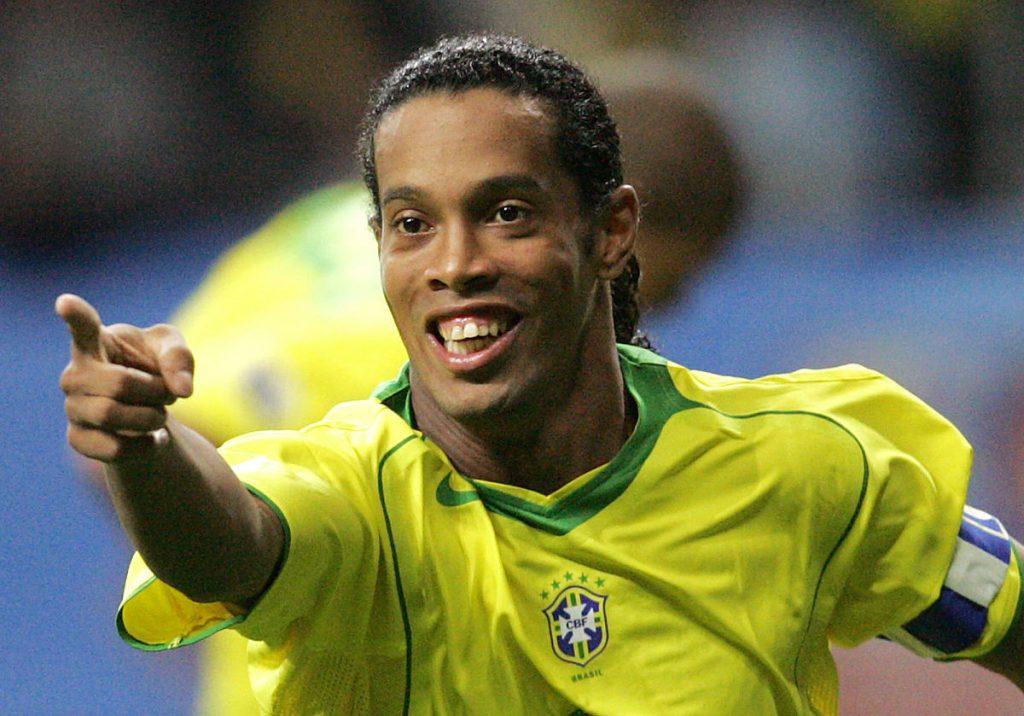 Brasiliens Kapitän Ronaldinho beim FIFA Confederations Cup 2005 finale gegen Argentinen im Waldstadion in Frankfurt/M.   AFP PHOTO JOHN MACDOUGALL